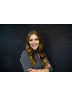Courtney Arington of The Hoosier Heartland Team from CENTURY 21 Bradley Realty, Inc.