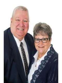 Dan and Laura Davis of Dan and Laura Davis from CENTURY 21 Breeden Realtors