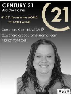 Cassandra Cox-Flores of Asa Cox Homes Team Photo