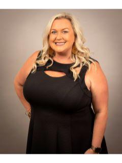 Ashley Mullinax of The Ashley Sells Fast Team Photo
