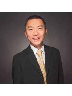 Vincent Yu of C21 Sold Team Photo