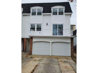 Property in Bayside, NY thumbnail 5