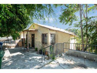Property in El Sereno, CA thumbnail 3