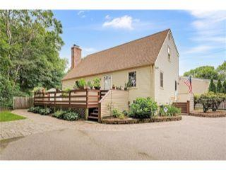 Property in Wakefield, RI thumbnail 3