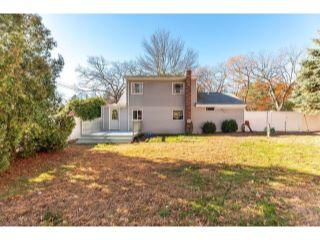 Property in Middleton, MA thumbnail 3