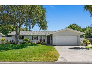 Property in Seminole, FL thumbnail 3