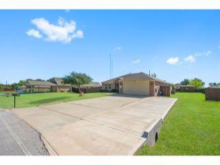 Property in Willis, TX 77318 thumbnail 2