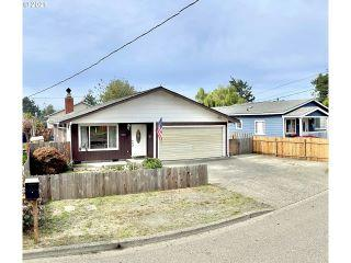 Property in Coos Bay, OR thumbnail 3