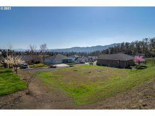 Property in Roseburg, OR thumbnail 5
