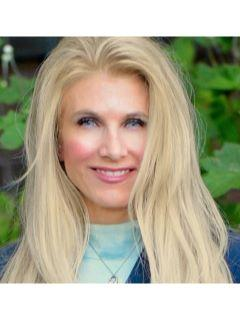 Lisa Alsup of CENTURY 21 MM