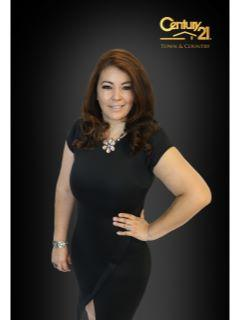 Guadalupe Parra of CENTURY 21 Town & Country