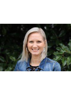 Amanda Mullins of CENTURY 21 Legacy