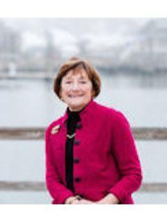 Yolanda Carroll of CENTURY 21 Shutters & Sails