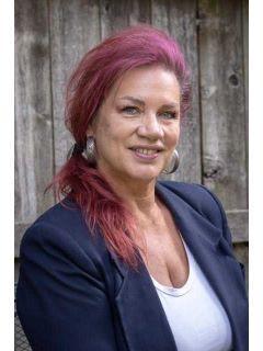 Michelle Heiken of CENTURY 21 Hometown Brokers