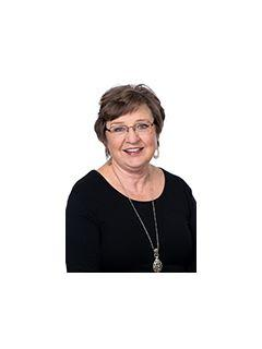 Vicky Y Lyons of CENTURY 21 Judge Fite Company