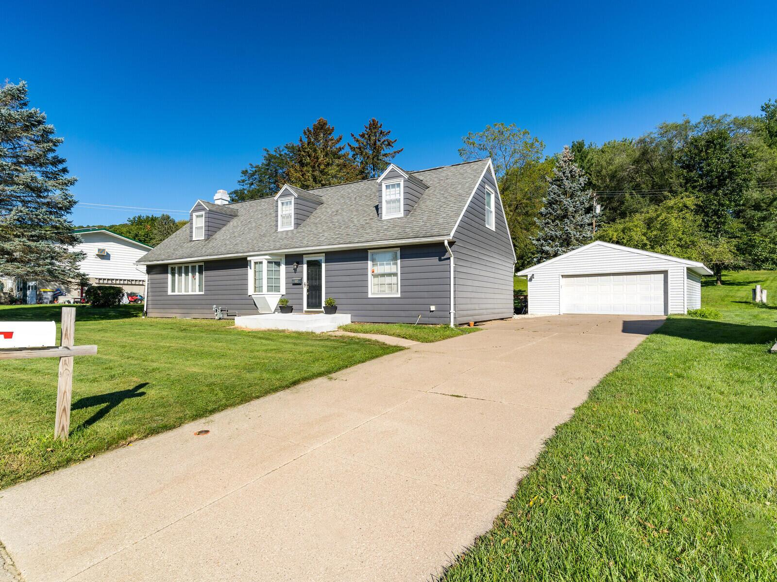 Property Image for 412 4th St N