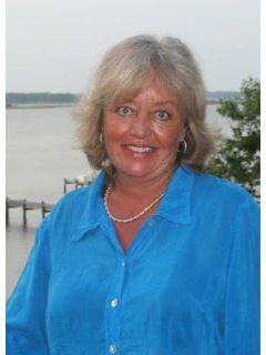 Pam Peterson of CENTURY 21 Sweyer & Associates