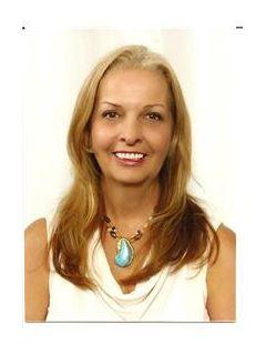 Cynthia Young of CENTURY 21 Lee Real Estate, Inc. photo