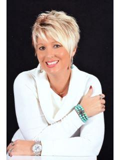 Tricia Schafer of CENTURY 21 Laclede Realty photo