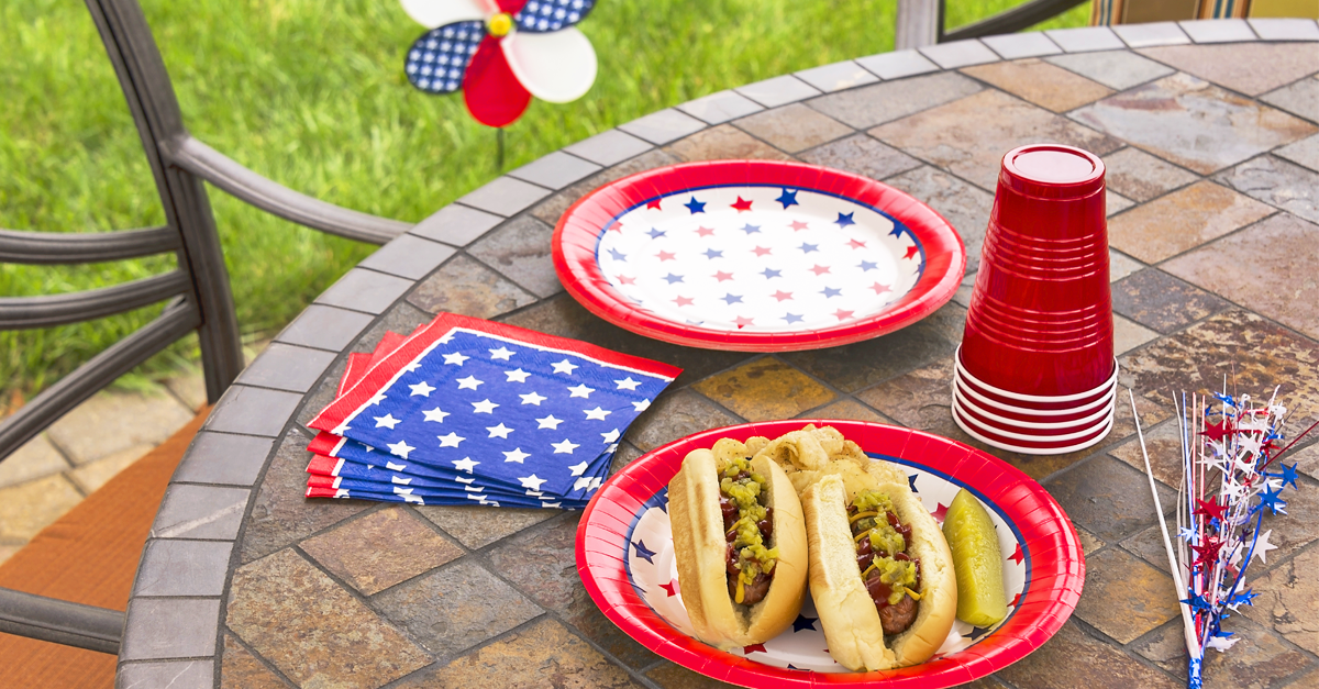 How to Decorate Your Backyard for a 4th of July Celebration